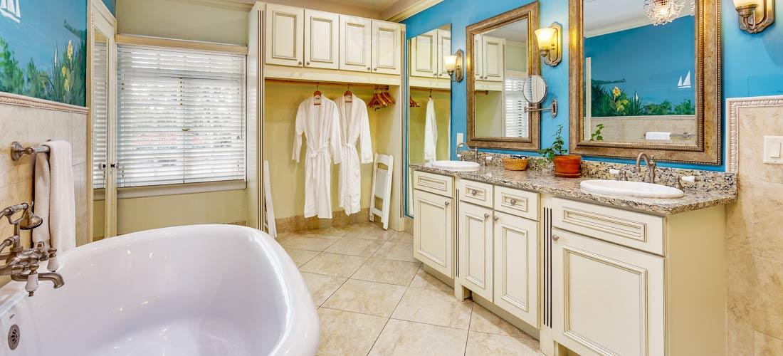 Continental Suite Bath