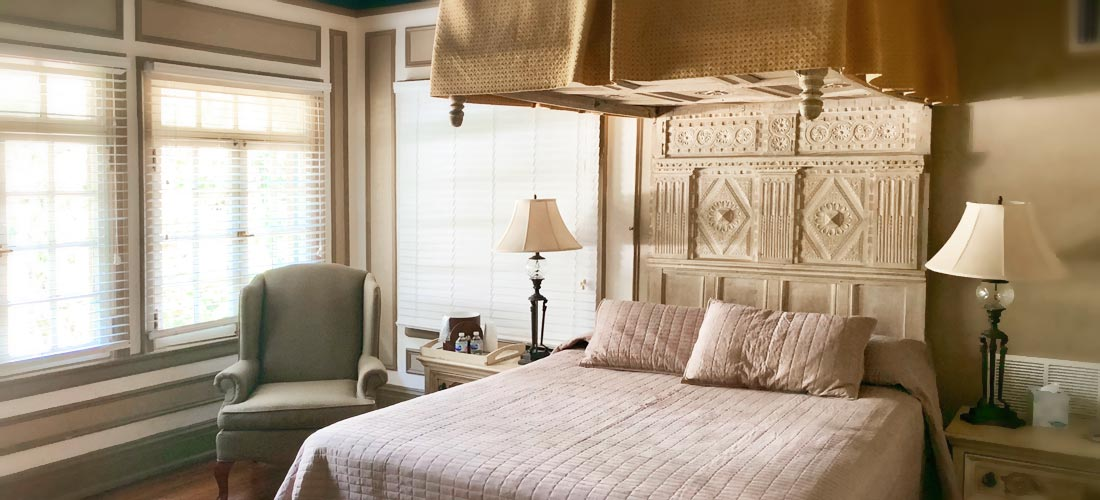 english room canopy bed
