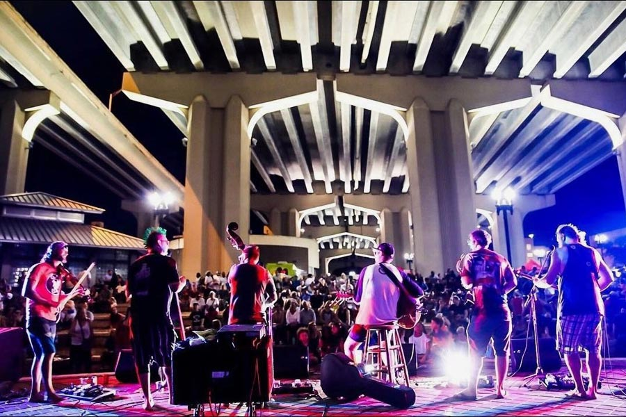 live music at Riverside Arts Market 2021